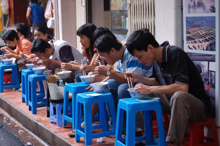 Hanoi Street Food - Enjoy noodle soup in the morning