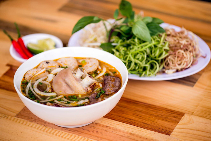 Bún Bò Huế - the noodle soup from Hue becomes the street food in Saigon
