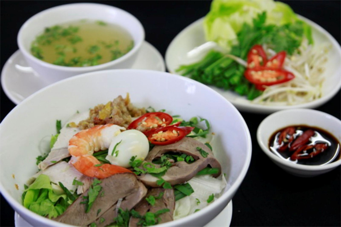 Hủ Tiếu noodle - The most popular Saigon street food