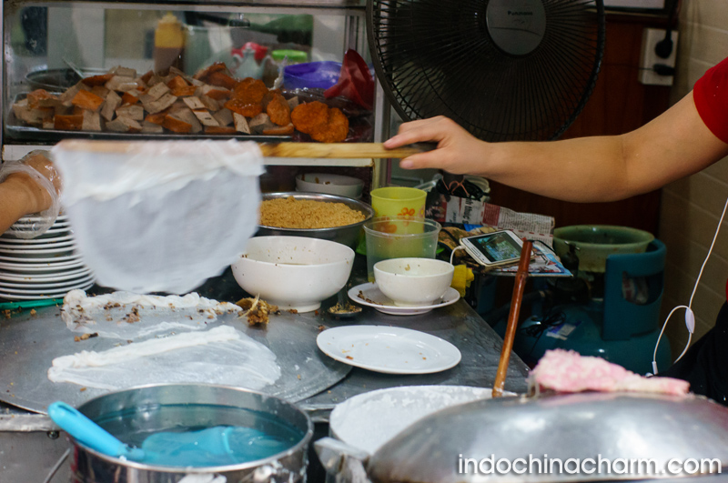 Banh Cuon – The Hanoi rolled steam pancake for local breakfast
