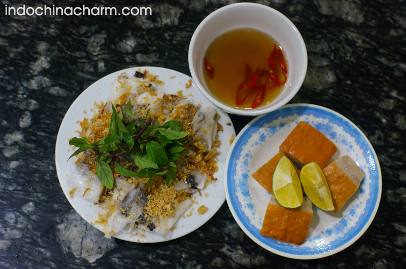 The complete dish of Banh Cuon