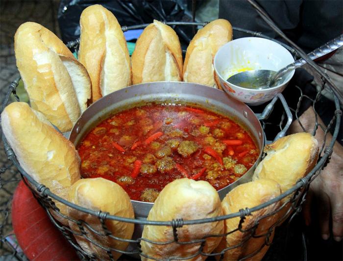 Da Lat Meatball with bread (Bánh Mì Xíu Mại Đà Lạt)