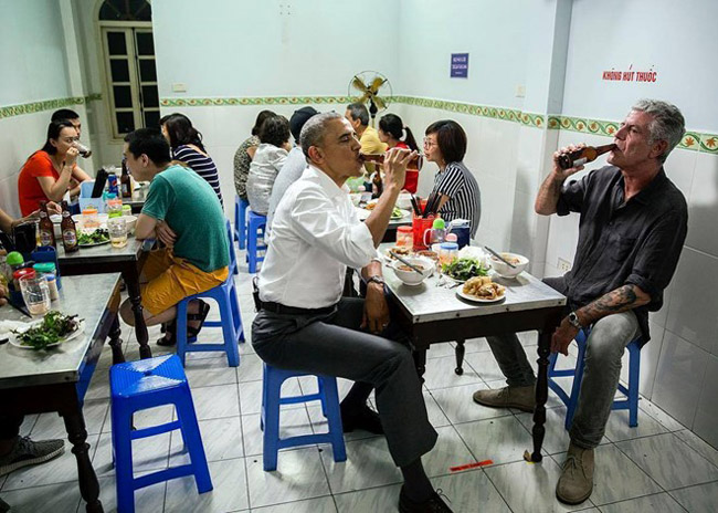"Mr.Obama eats ""BUn Cha"" in Hanoi, Vietnam"