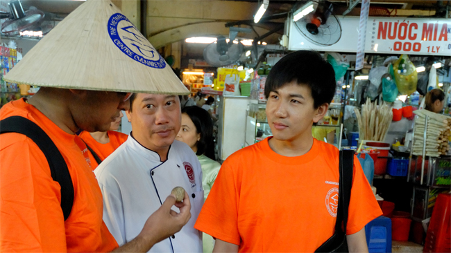 Visit to Ben Thanh market with Vietnam Cookery Center Chef