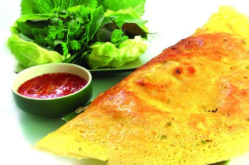 Banh Xeo, one of Saigon specialties