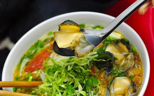 Bún Ốc (rice vermicelli with snails)