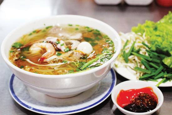 Hu Tieu (Rice noodle soup)