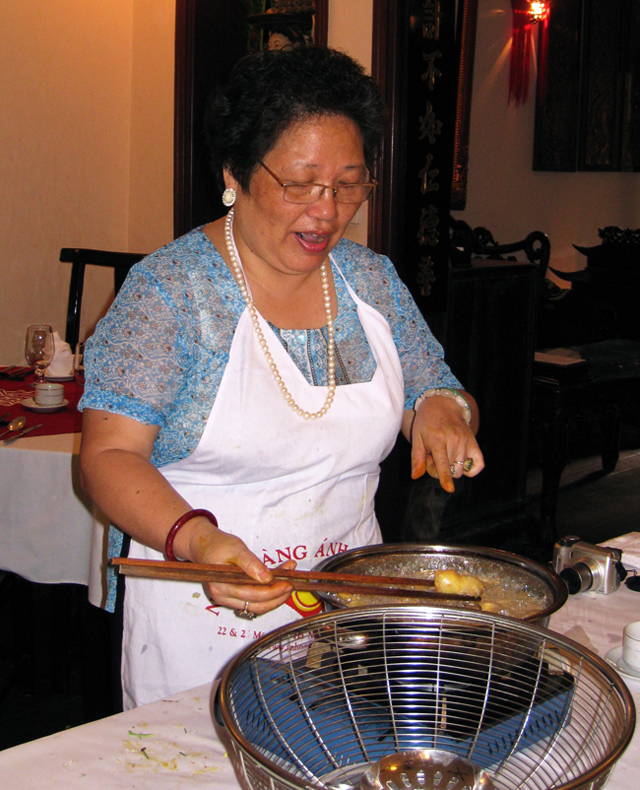 Mrs.Pham Anh Tuyet is preparing the Grilled Spring Rolls