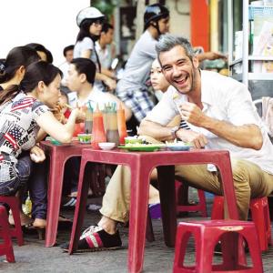 Foreign travelers enjoy Saigon street foods