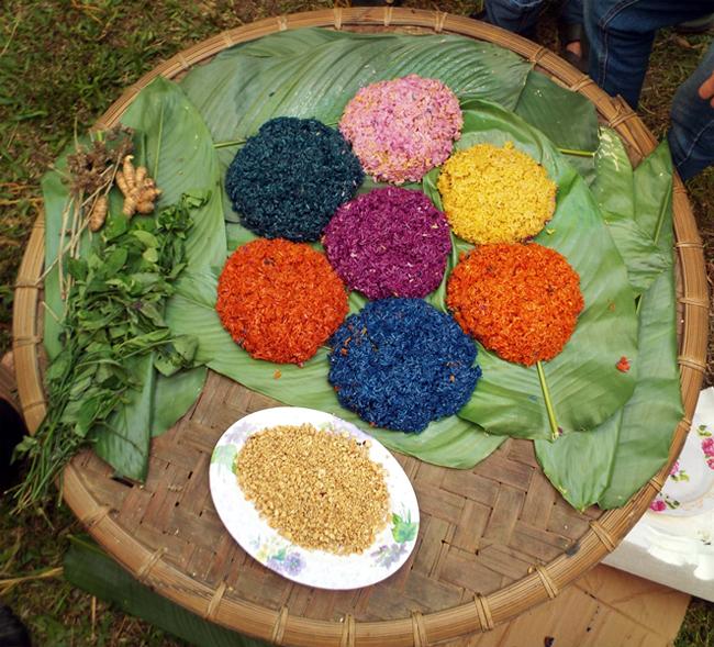 Seven-color Sticky Rice (Xôi Bảy Màu)
