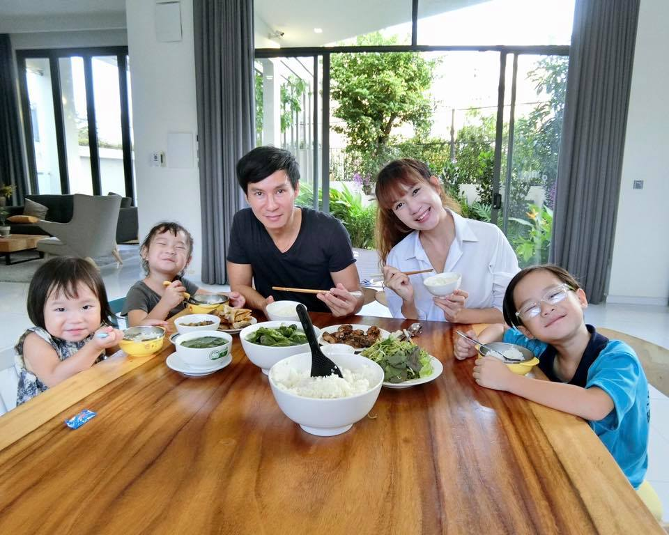 The Vietnamese family meal is also a kind of the family reunion