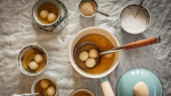 Rice ball soup with ginger (Chè Trôi Nước)