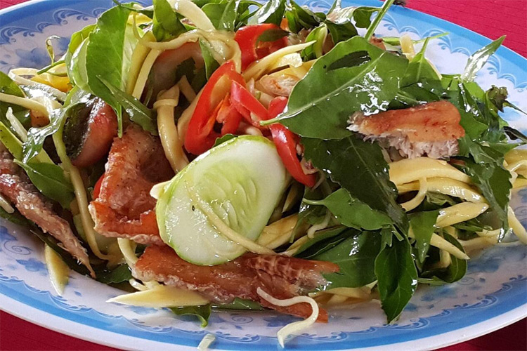 Salad with Neem tree leaves and snakeskin gourami fish (Gỏi Sầu Đâu Cá Sặc)