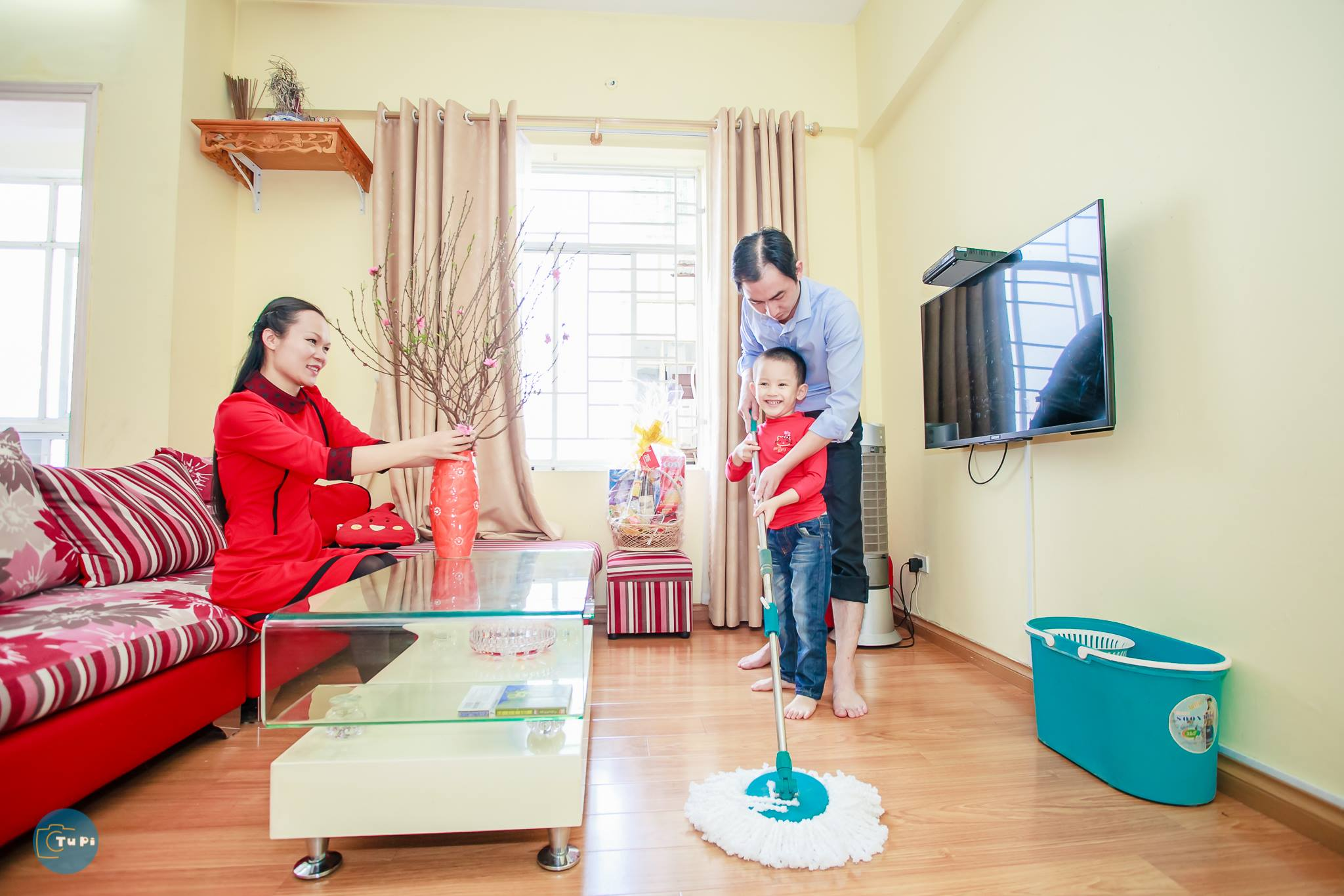 Clean the houses to prepare for Tet holiday