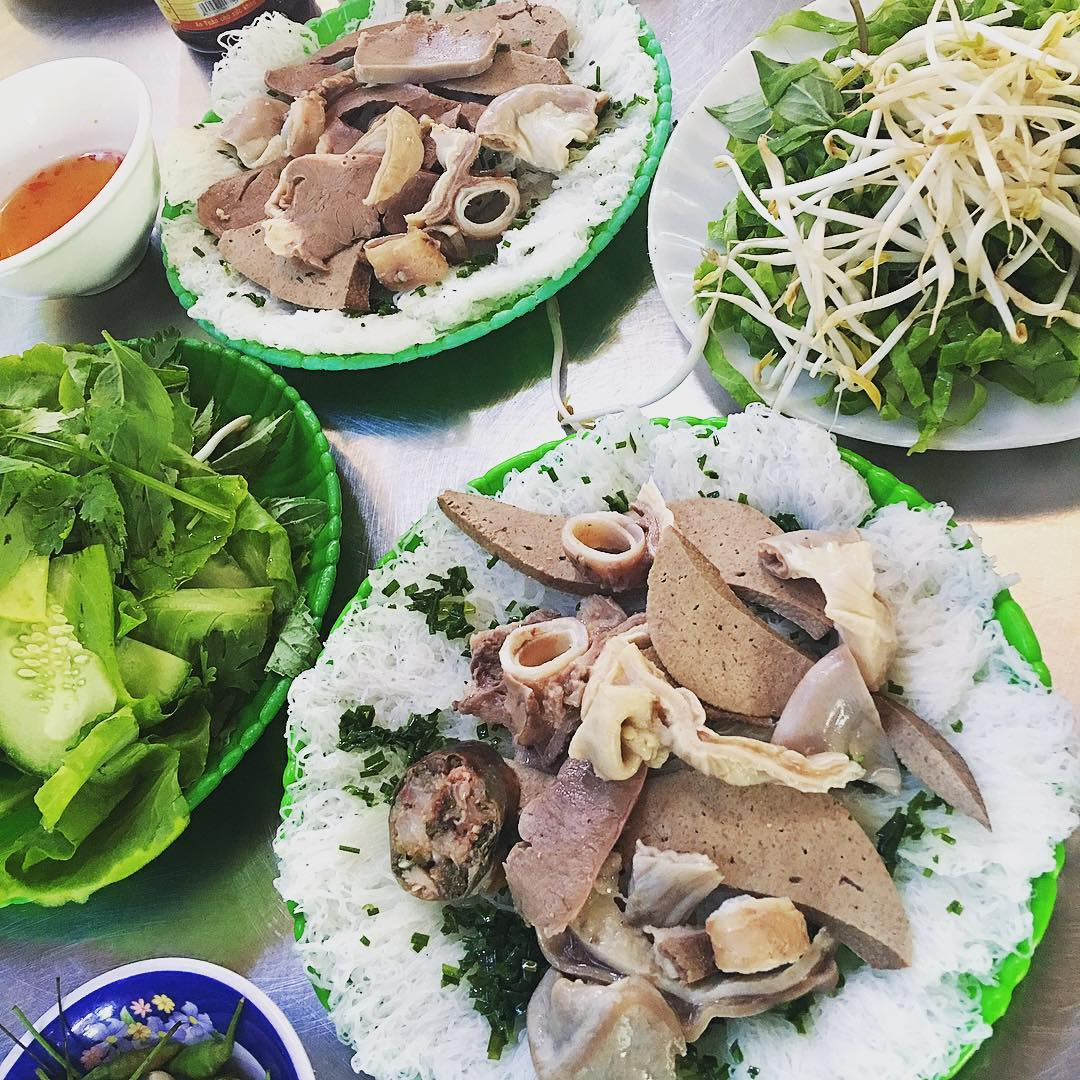 Rice Vermicelli with pig tripe (Banh Hoi Long Heo)