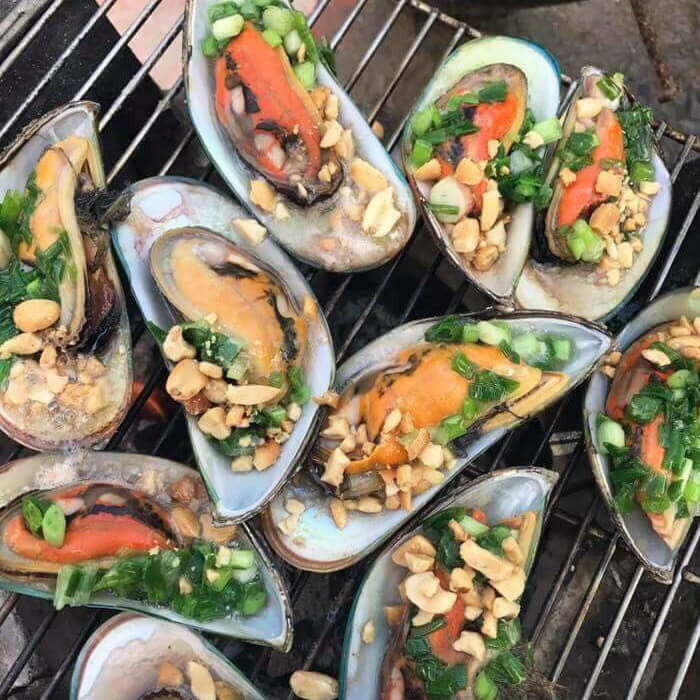 Green mussel grilled with spring onions (Vem Nuong Mo Hanh)