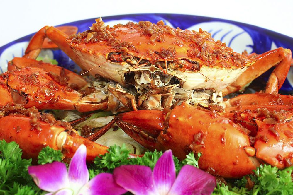 Oven-roasted crabs with salt