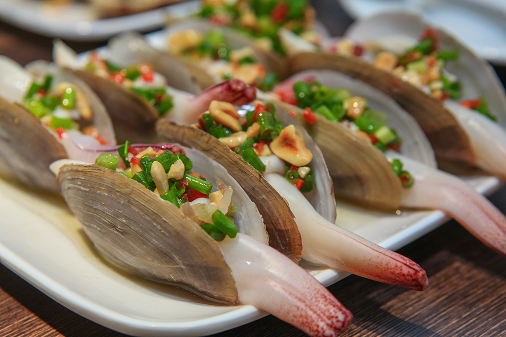 The steamed geoducks (Tu Hai Hap)